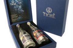 Atverčiama dėžutė su išimamu atviruku ir laikikliais buteliams